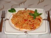 Fesleğenli Domates Soslu Makarna (Spagetti)