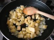 Güveçte Patatesli Tavuk