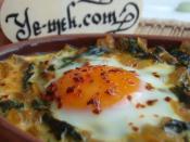 Güveçte Yumurtalı Ispanak