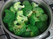 Hardal Soslu Brokoli Salatası