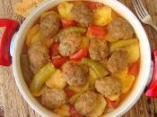 Tencerede Köfteli Patates Yemeği