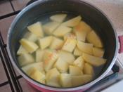 Tencerede Patates Püreli Et Yemeği