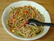 Yoğurtlu Sebzeli Erişte Salatası