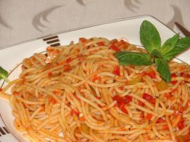 Fesleğenli Domates Soslu Makarna (Spagetti) Nasıl Yapılır?