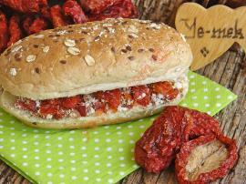 Kuru Domatesli Sandviç