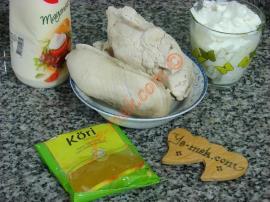 Köri Soslu Tavuk Salatası