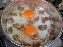 Kavurmalı Sahanda Yumurta