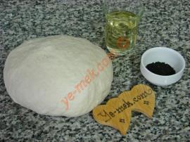 Hazır Ekmek Hamurundan Çörek Otlu Halka Simit