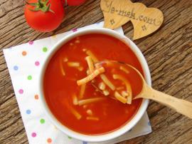 Buram Buram Lezzet Kokan Nefis Bir Yöresel Çorba : Erişteli Domates Çorbası
