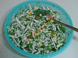 Yeşillikli Tavuk Salatası