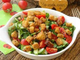 Krutonlu Ispanak Salatası