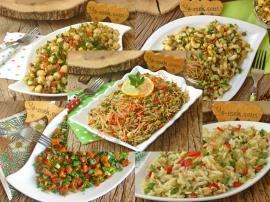 Tek Başına Koca Bir Akşam Yemeği Yerine Geçecek 10 Doyurucu Salata Tarifi