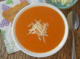Salçalı Domates Çorbası