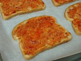 Sucuklu Ekmek Dilimleri