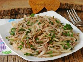 Sumaklı Soğan Salatası