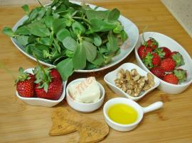 Çilekli Semizotu Salatası