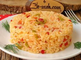 Domatesli Biberli Pirinç Pilavı