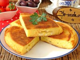 Kaşar Peynirli Mısır Ekmeği