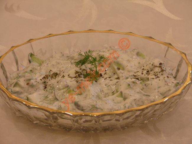 Yoğurtlu Salatalık Salatası