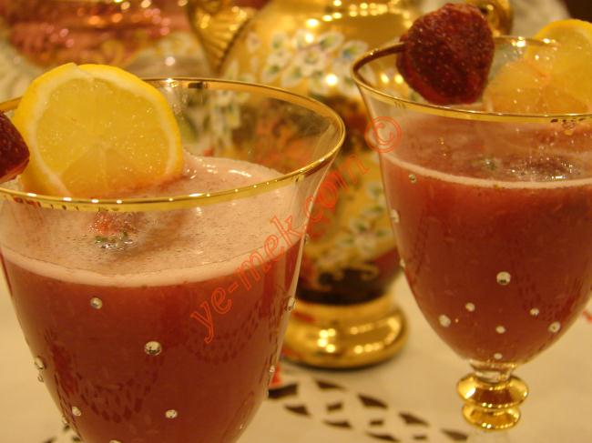 Çilekli Kokteyl İçeceği Resimli Yemek Tarifi