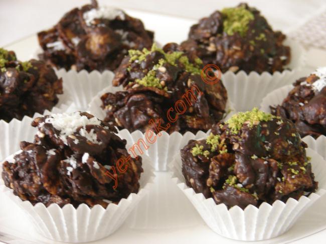 Mısır Gevreğinden Çikolata Topları Resimli Yemek Tarifi