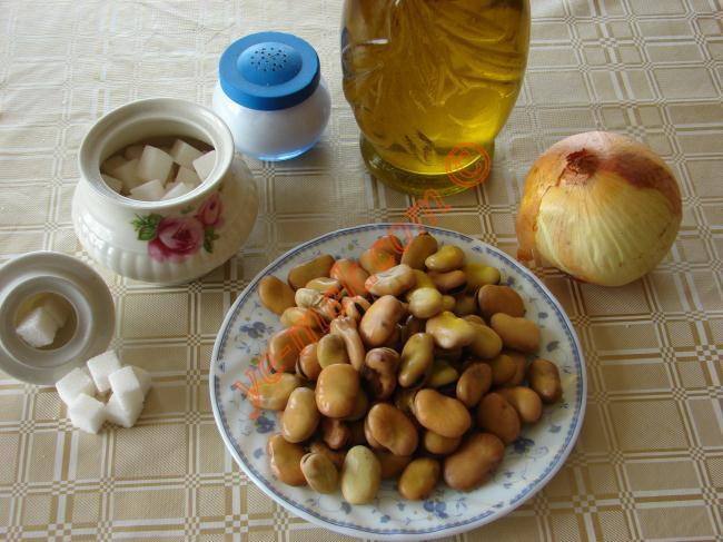 Pava | Fava İçin Gerekli Malzemeler :  <ul> <li>500 gr iç bakla</li> <li>1 adet kuru soğan</li> <li>2 yemek kaşığı zeytinyağı</li> <li>1 tatlı kaşığı toz şeker</li> <li>Tuz</li> <li><strong>Üzeri İçin:</strong> <li>Zeytinyağı</li> <li>Kekik</li> </ul> </li> </ul>