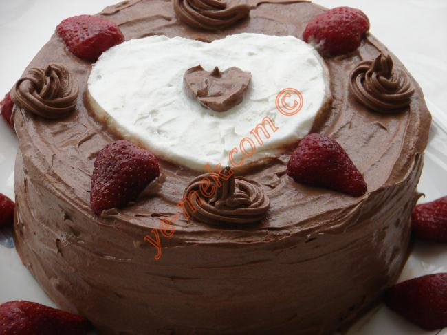 Dondurmalı Çilekli Kağıt Helva Pastası Resimli Yemek Tarifi