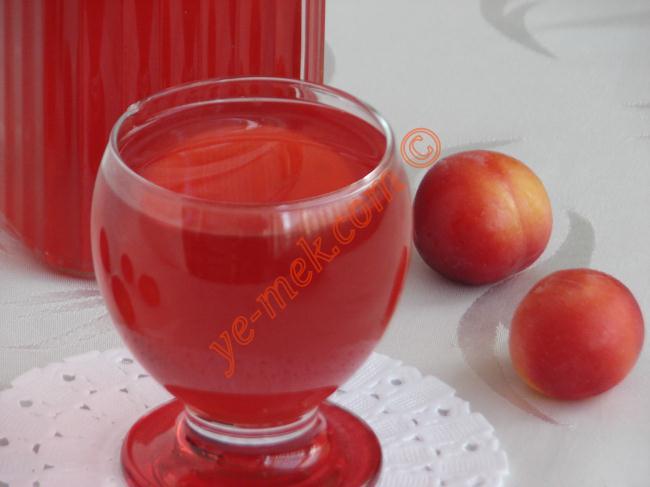 Kırmızı Erik Suyu Resimli Yemek Tarifi