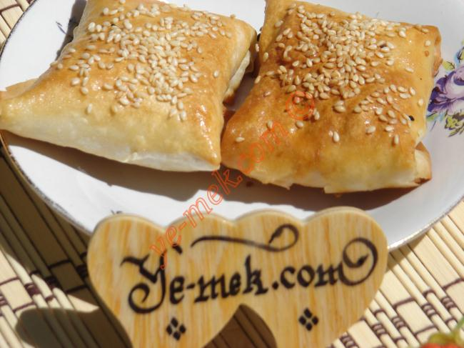 Peynirli Bohça Böreği (Hazır Yufka İle)