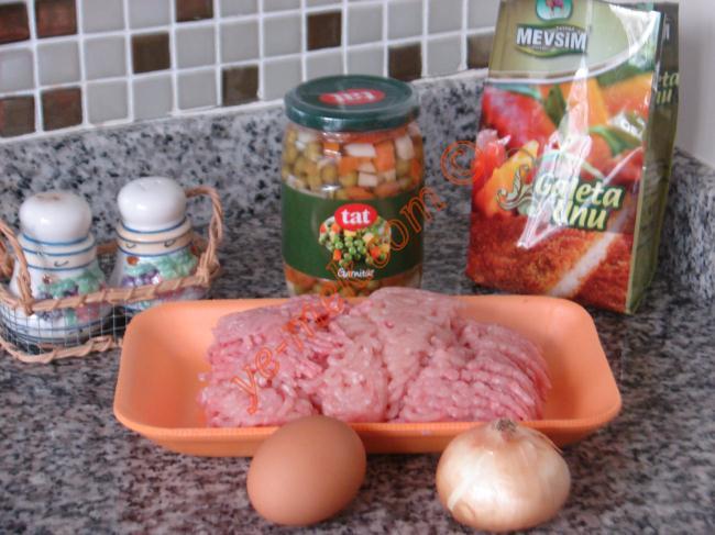 Sebzeli Tavuk Rosto (Domates Soslu) - Yapılışı (1/12)