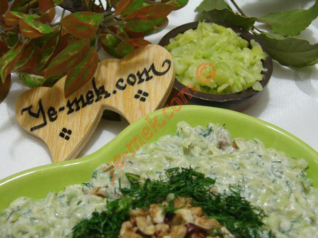 Cevizli Kabak Salatası