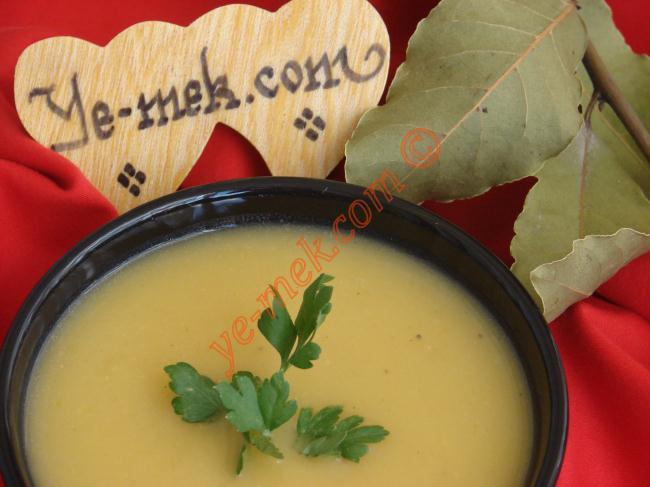 Sebze Çorbaların En Güzel, En Lezzetlilerinden Biri  : Kereviz Çorbası