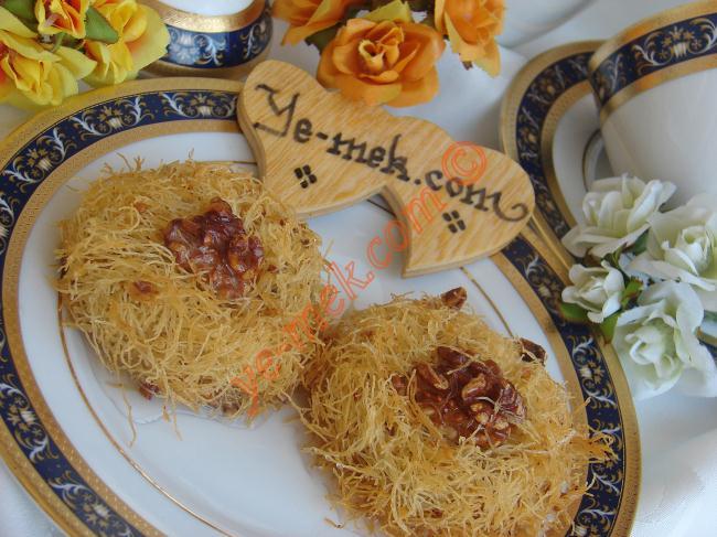 Çilek kremalı porsiyonluk pasta tarifi