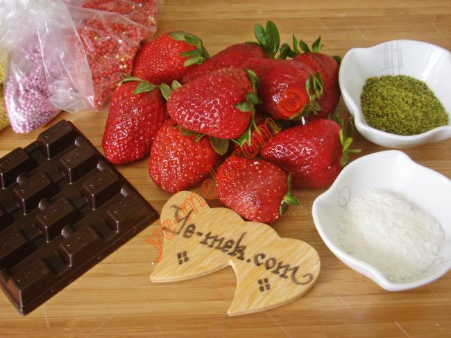 Çikolatalı Çilek  Buketi Malzemeleri