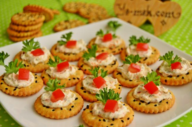 Spicy cheese canapes recipe recipes from turkish for How to make canape