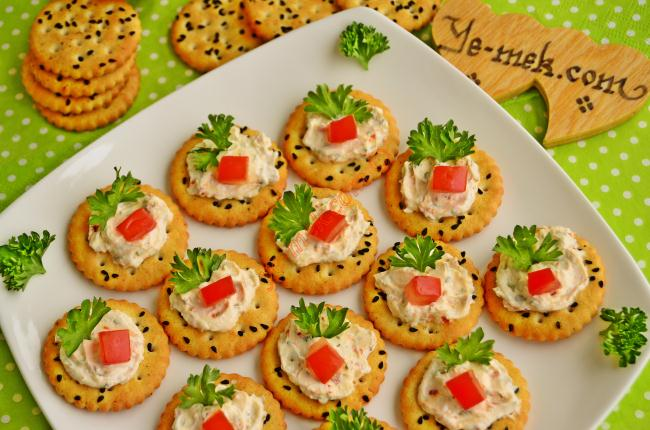 Baharatlı Peynirli Kanepeler