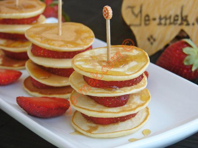 Mini Pancakes With Strawberries Recipe | Recipes (From ...