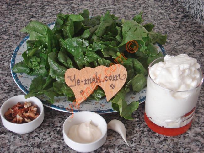 Yoğurt Soslu Ispanak Salatası - Yapılışı (1/8)