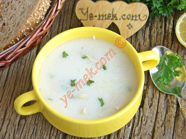 Kremalı Şehriyeli Tavuk Suyu Çorbası