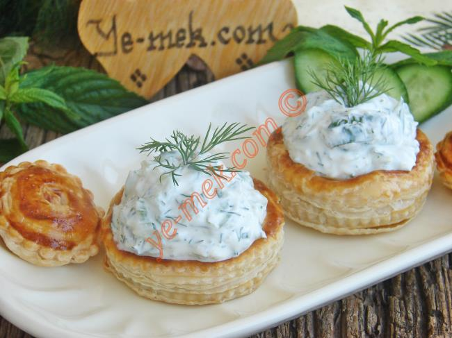 Yogurt Sauce Filled Volovants Recipe