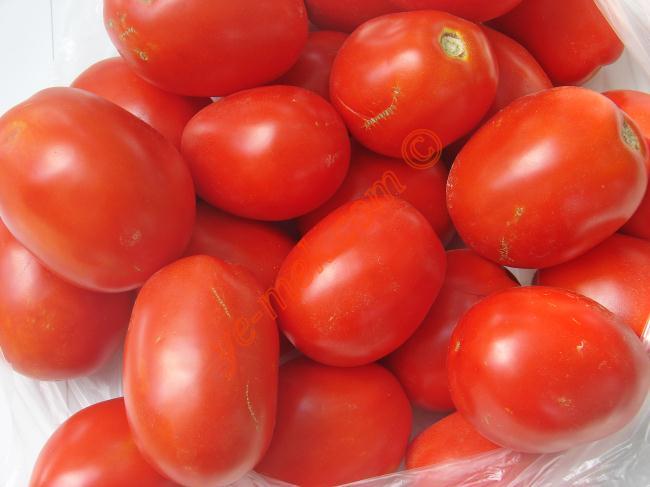 Kışlık Domates Konservesi İçin Gerekli Malzemeler :  <ul> <li>İstediğiniz kadar domates</li>         <li>Tuz</li>         <li>Cam şişe</li> </ul>