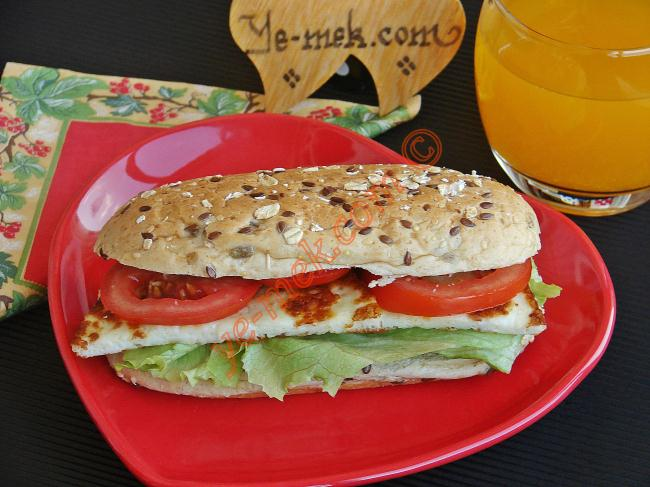 Hellim Peynirli Sandviç