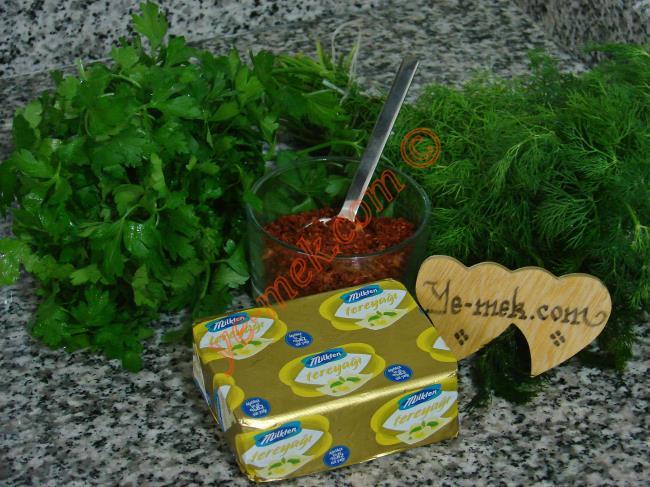 Taze Otlu Baharatlı Tereyağı Malzemeleri