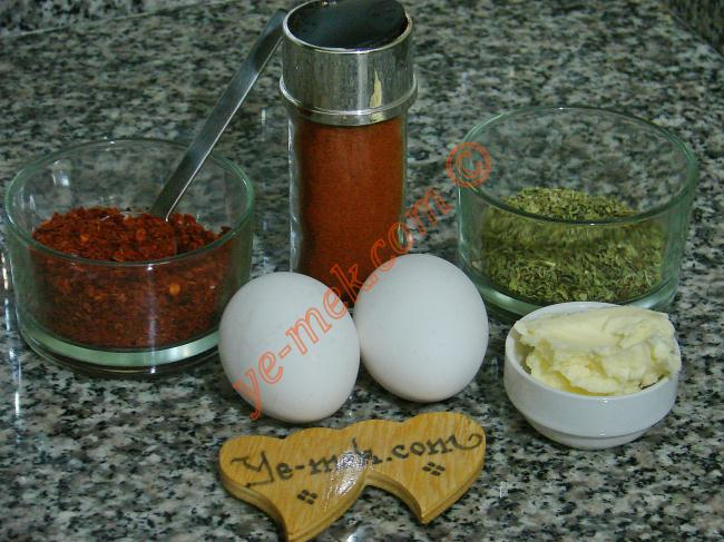 Tereyağlı Yumurta Kapama İçin Gerekli Malzemeler :  <ul> <li>2 adet yumurta</li> <li>1/2 yemek kaşığı tereyağı</li>  <li>1/2 tatlı kaşığı kırmızı toz biber</li> <li>1 çay kaşığı kırmızı pulbiber</li>         <li>1 çay kaşığı kuru nane</li>         <li>Tuz</li> </ul> </li> </ul>