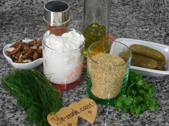 Yoğurtlu Bulgur Salatası Malzemeleri