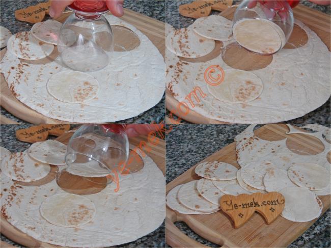Tortilladan Minik Pizzalar - Yapılışı (2/12)