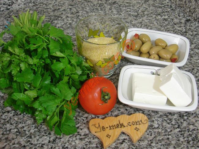 Zeytinli Peynirli Bulgur Salatası Malzemeleri