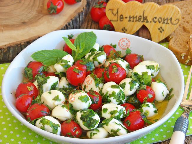 Domatesli Mozarella Peynirli Salata