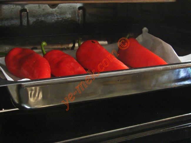 Şakşukalı Kırmızı Biber Dolması
