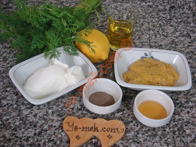 Yoğurtlu Hardal Salata Sosu İçin Gerekli Malzemeler :  <ul> <li>100 gr hardal</li> <li>50 gr organik zeytinyağı</li> <li>1 adet limonun suyu</li> <li>1 tatlı kaşığı bal</li> <li>1 tatlı kaşığı karabiber</li>         <li>150 gr light yoğurt</li>         <li>1 demet dereotu</li> </ul>